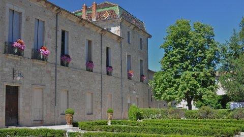 palais épiscopal lodève